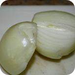 Zwiebeln für Kräuterbutter