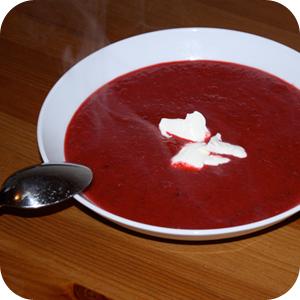 Rote Beete Suppe mit Saurer Sahne