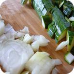 Zucchini und Zwiebeln