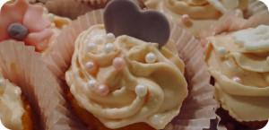 Rosa Erdbeer Cupcakes mit hellem Rührteig