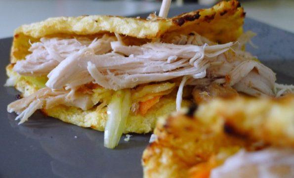 Pulled Chicken & Blumenkohl Tortilla mit Krautsalat