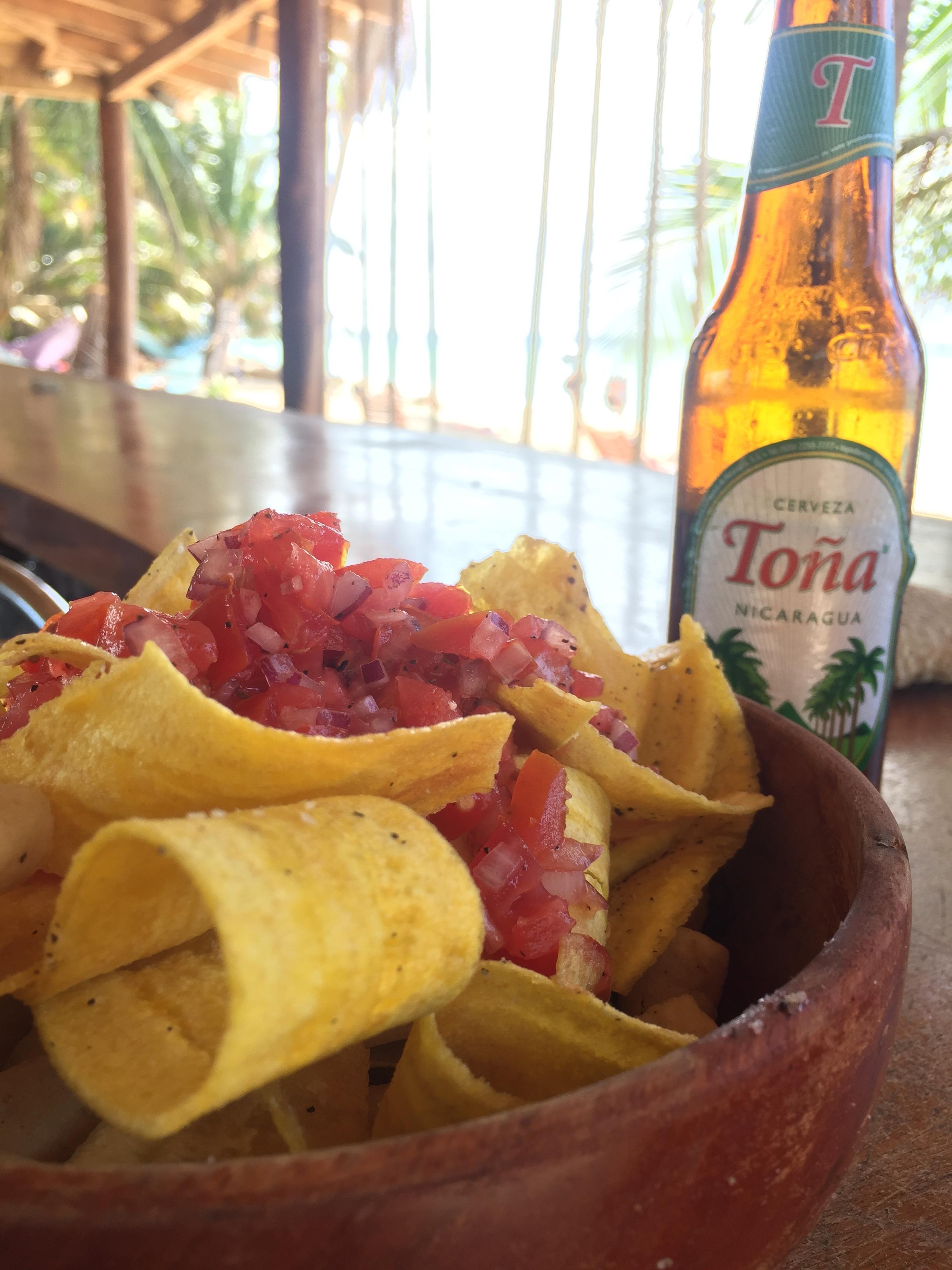 Platanitos, Salsa und Tona