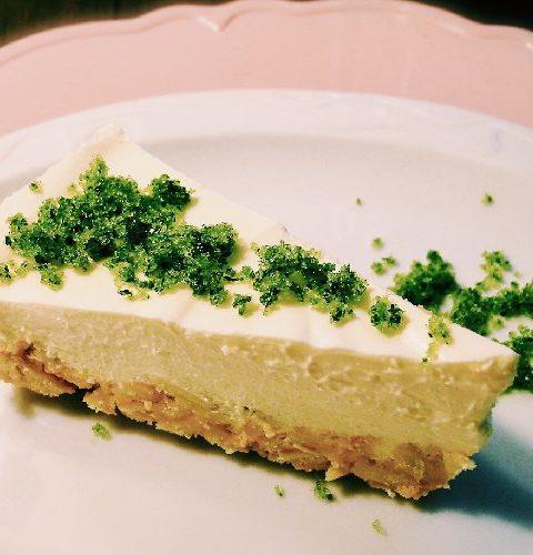 Holunder Prosecco Torte mit Minzzucker