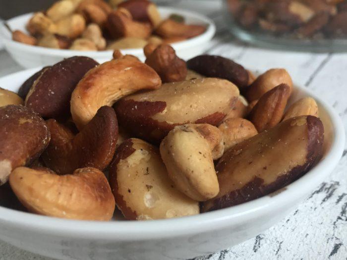 Nüsse mit Kräutern, geröstet