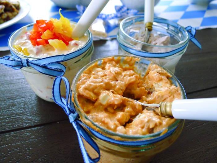 Obatzda mit Tomaten, Paprika oder Preiselbeeren