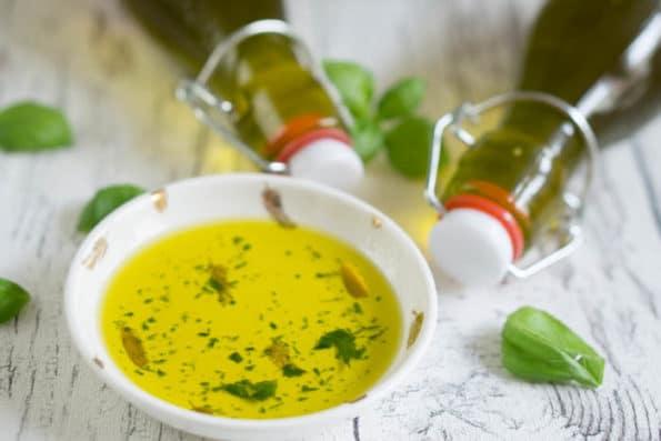Basilikumöl selber machen (Geschenke aus der Küche)