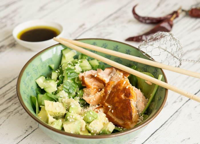 Asiatischer Salat mit Lachs