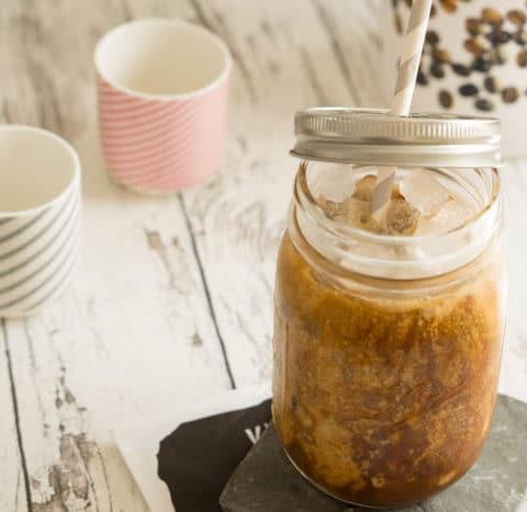 Eiskaffee mit Kokosmilch