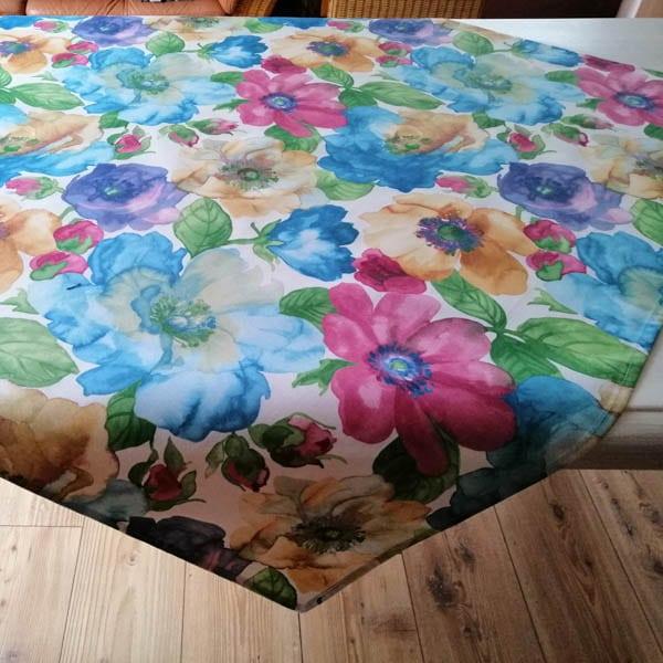 Mitteldecke Blumen bunt - in zwei Größen - Tischdekoration