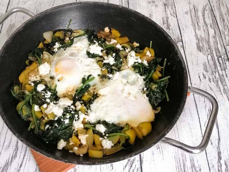 Grünes Shakshuka - isralisches Frühstücksrezept