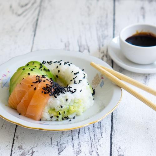 Sushi Donuts mit Avocado gefüllt
