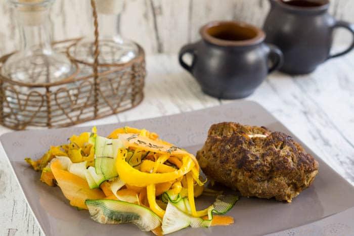 Bifteki mit Gemüse