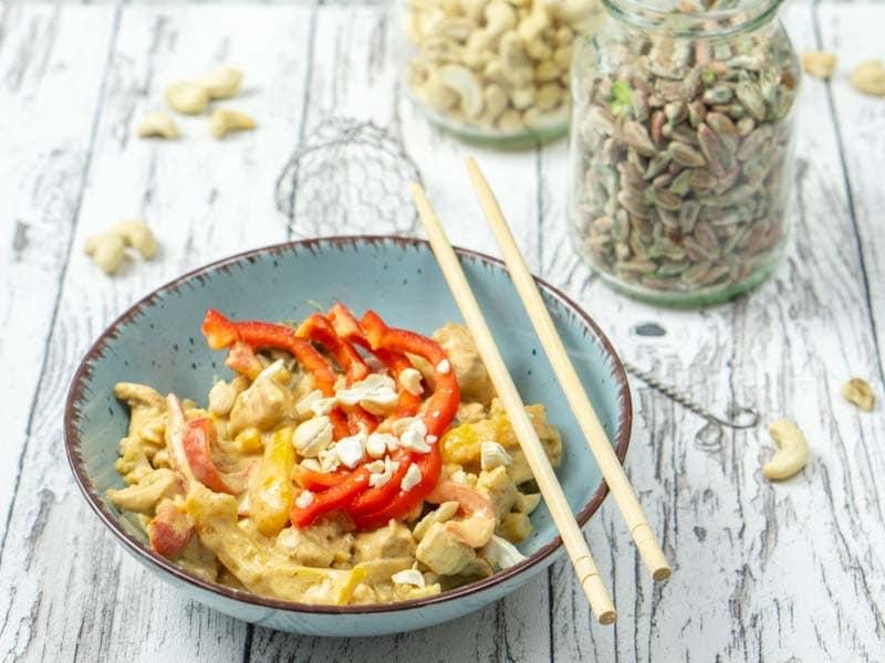 Einfaches Thai Curry mit Gemüse und Hühnchen