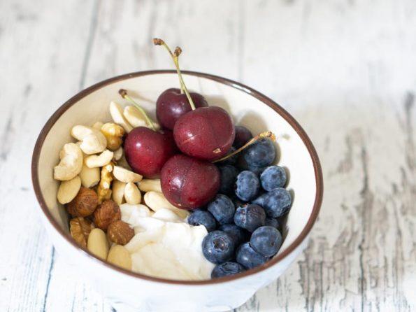 Joghurt mit Nüssen - eine einfache Frühstücksidee
