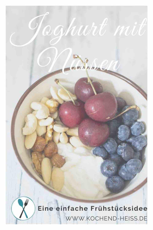 Joghurt mit Nüssen und Beeren