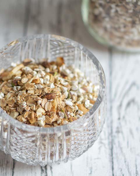 Geröstetes Müsli selber machen – mit Haferflocken und Nüssen
